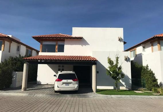 Hermosa Residencia En Lomas Del Campanario, Jardín, 3 Recámaras, Estudio, Lujo