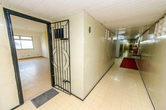 Sala No Bairro De Fátima - Banheiro E Estacionamento