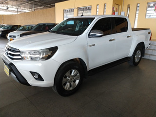 Toyota / Hilux Cd Srv 4x4 2.8 Aut 4/p