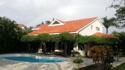 Villa En Alquiler En Metro Country Club Con 4 Hab Y 5 Baños