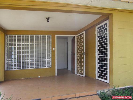 Casa En Venta En La Urbanización Mendoza.