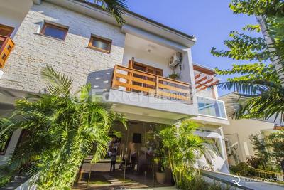 Casa, 3 Dormitórios, 205.86 M², Hípica - 173409