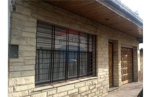Casa En Venta Villa Sarmiento 4 Ambientes Cochera
