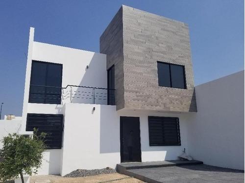 Venta De Casa Nueva Muy Amplia En El Fracc. Zaná Entorno Residencial, Celaya!!!