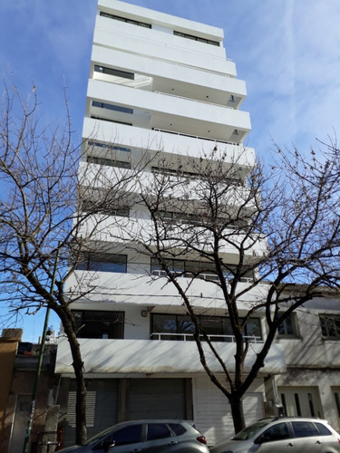 Imagen 1 de 12 de 41 E/10 Y 11 Depto. 1 Dorm. Frente Con Balcón