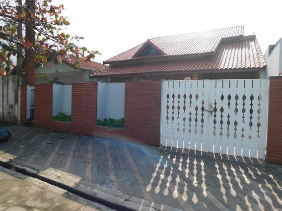 Casa Mobiliada, 4 Quartos E Piscina Para Locação Em Peruíbe.