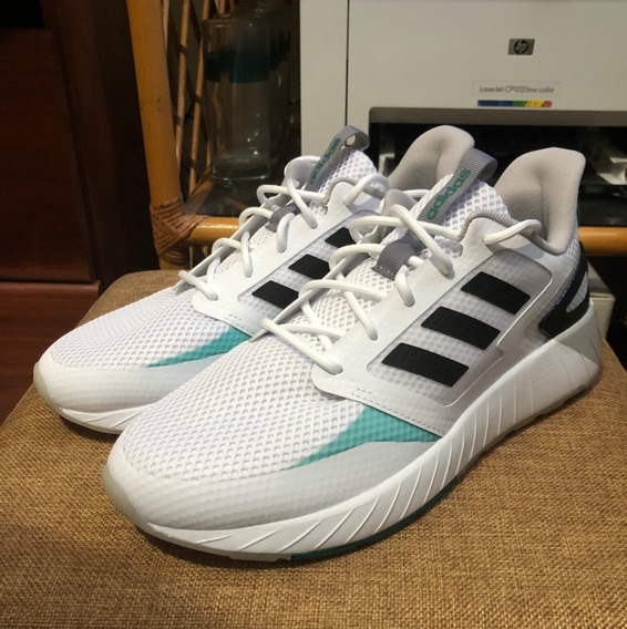 adidas Questar Strike