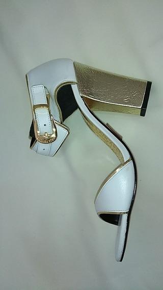 Sandália Branca Lança Perfume