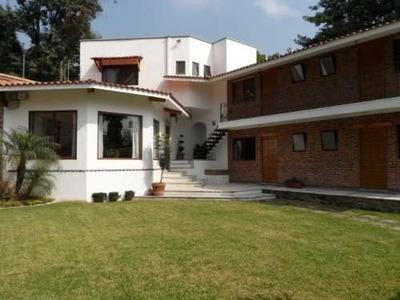 Amplia Casa De 5 Recámaras, Dos En Planta Baja, Estudio, Garage Techado Para 4 Autos Y Amplio Jardín !! Col. Tlaltenango