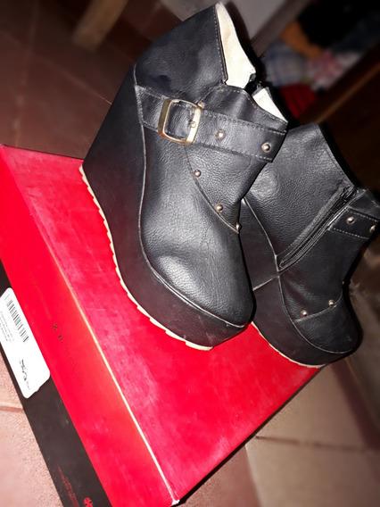 Botas Negra Con Tachas