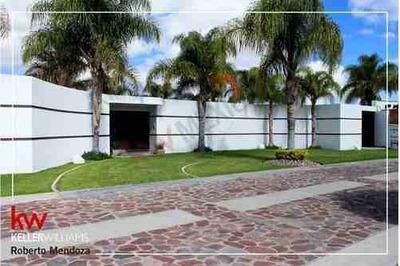Casa En Renta, Club De Golf, Alquerias De Pozos, Alberca, Amplio Jardin, Seguridad, Acceso Controlado, Acabados De Lujo.
