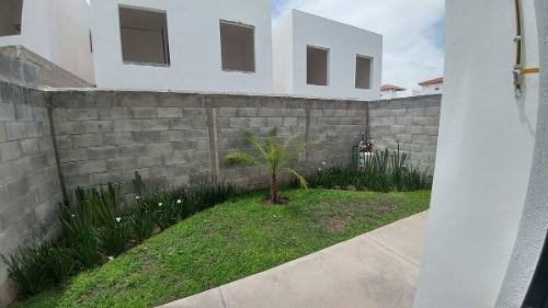 Juriquilla San Isidro, 3 Recamaras, Jardín, Alberca, De Lujo