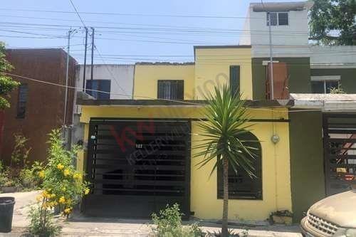 Casa En Venta En Residencial Los Robles En Apodaca, Dividida En 2 Departamentos, Ideal Inversion