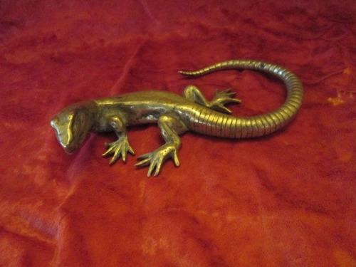 Imagen 1 de 5 de Escultura De Bronce Macizo Antiguo Lagarto Lagarto Japones