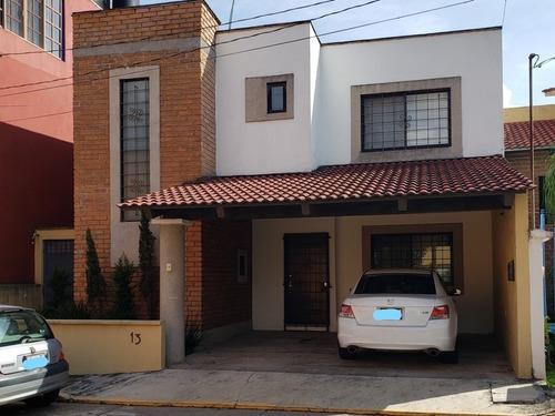 Hermosa Y Práctica Casa En Venta, En Córdoba, Veracruz
