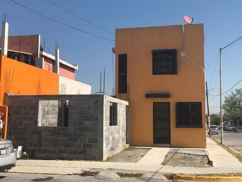 Casa En Venta En Apodaca Paseo De Santa Rosa En Esquina