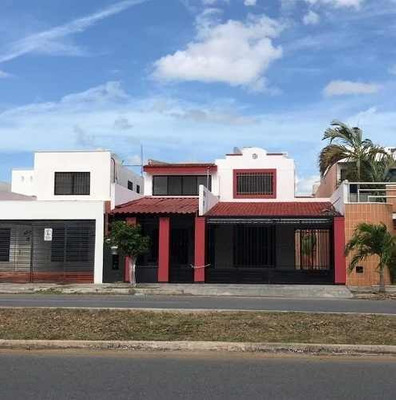 Excelente Casa Sobre Avenida Principal En Francisco De Montejo