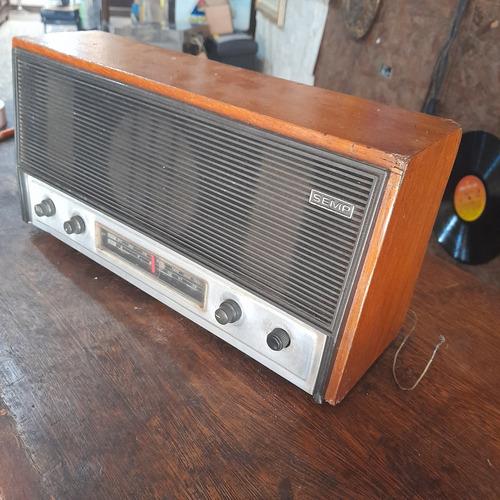 Imagem 1 de 8 de Rádio Antigo Semp Madeira Sem Funcionar Decorativo