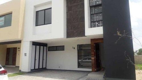 Se Vende Casa En Residencial Foonte En La Colonia Solares De Zapopan