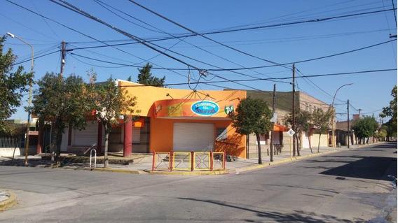 Malagueño / Local En Excelente Esquina Centrica