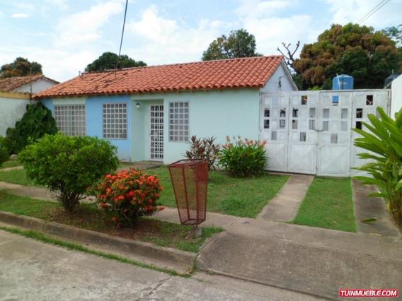 Amplia Casa En Urbanismo Privado San Fernando