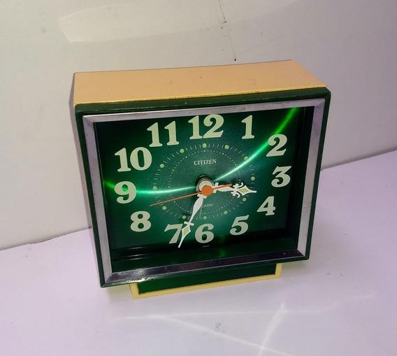 Relógio Antigo De Mesa Citizen Japan Fundo Verde A Corda