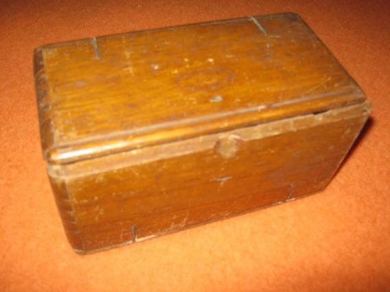 Antigua Caja De Roble Con Repuestos De Maquina De Coser.