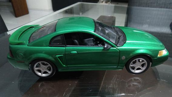 1:18 Miniatura - Ford Mustang Gt - Escala 1/18