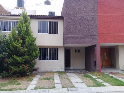 Casa 3 Recámaras, Cocina Integral, 2 1/2 Baños, Despacho.