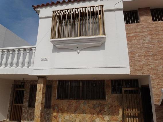 Casa En Venta Clnas De Catia La Mar Código 20-746 Bh