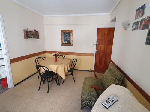 2 Ambientes C / Espacio De Cochera  Z/ Plaza Colon