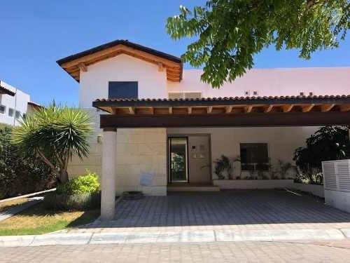 Se Vende Hermosa Casa En Lomas Del Campanario I