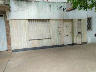 Casa Al Frente De Dos Plantas 2 Dormitorios Y Comodín A Reciclar.