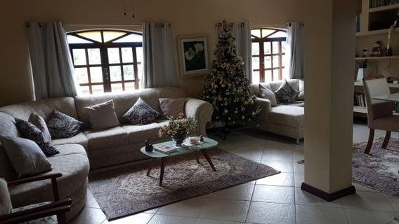 Ótima Casa Em Condomínio Com Vista Espetacular Pra A Serra!
