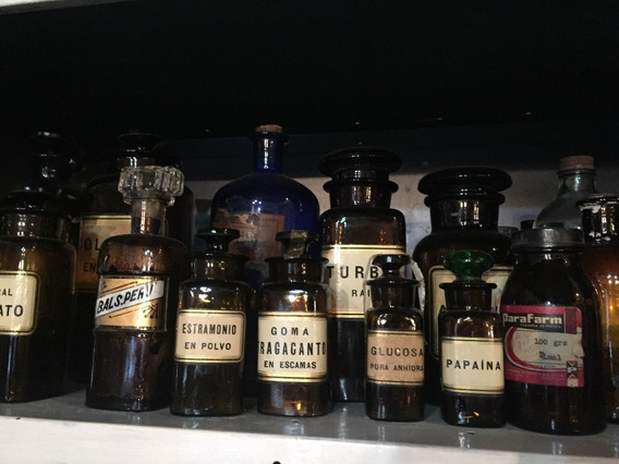 Colección De Frascos De Farmacia Antiguos.