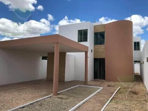 Práctica Y Completa Casa Con Piscina En Colonia Nuevo Yucatán