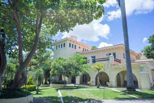 Villa En Venta En Quinta Del Bosque (cuernavaca) - Id 161