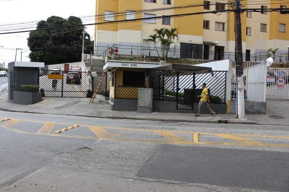 Apartamento 2 Dormitorios, Vaga De Garagem.