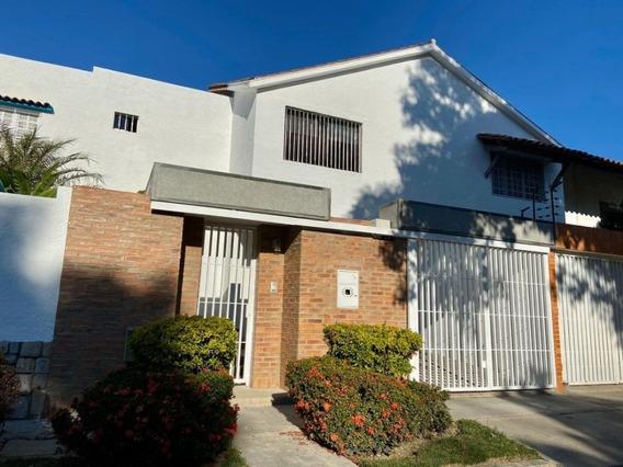Moderna Casa En Calle Cerrada Trigal Norte Jj