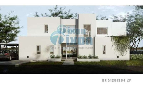 Barrio Cerrado Complejo Villa Nueva - San Gabriel - Casa Venta Usd 443.000