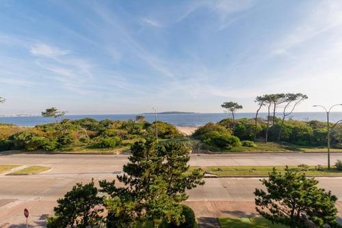 Venta Apartamento Playa Mansa Frente Al Mar Parrillero Propio  Punta De Este