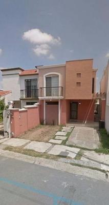 Casa Residencial En Renta No Amueblado En Cumbres