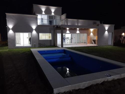 Se Vende Hermosa Casa En Country Privado