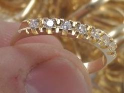 Anel Meia Aliança Revestida A Ouro 18k Com Pedra De Zirconia