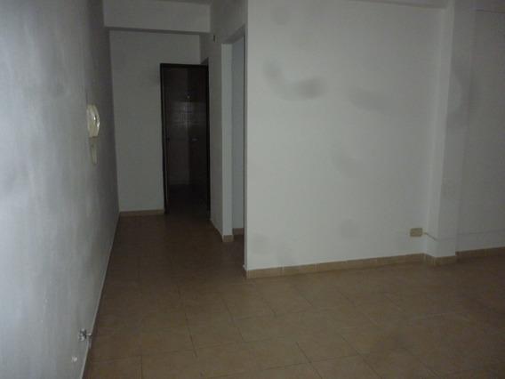 Amplio Depto. 2 Dormitorios. En Barrio Martin.
