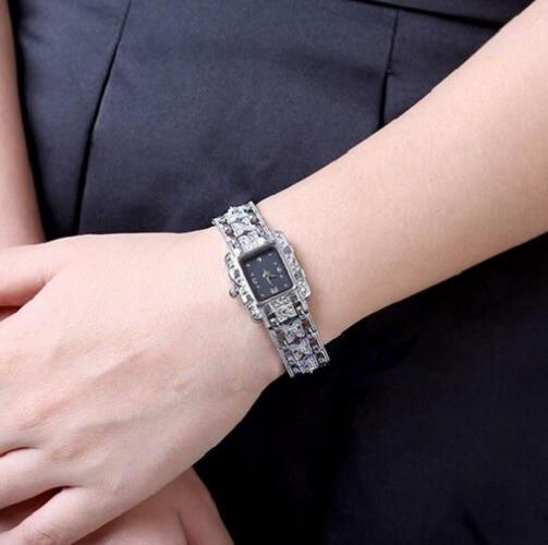 Relógio Feminino Pequeno Pulseira Decorada Prateado Lindo