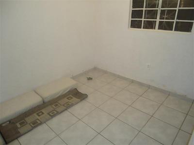 Casa De Dois Quartos No Bairro Ouro Preto - 1048