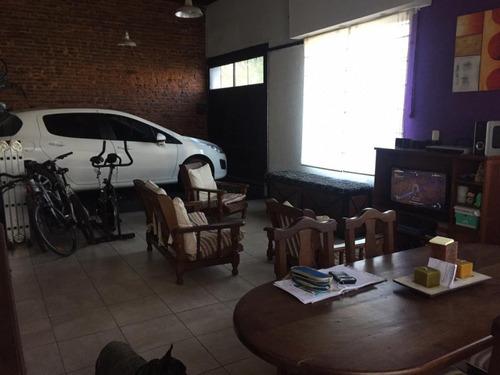 Casa Amplia Con Cochera Para 2 Autos Patio