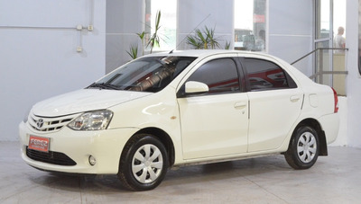 Toyota Etios Xs 1.5 Nafta 2013 4 Puertas Color Blanco