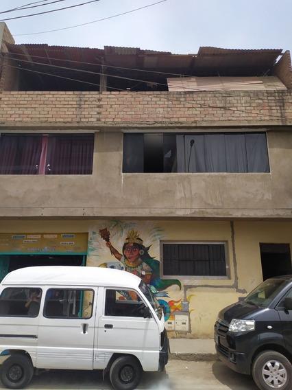Casa De Tres Pisos Con Local Comercial